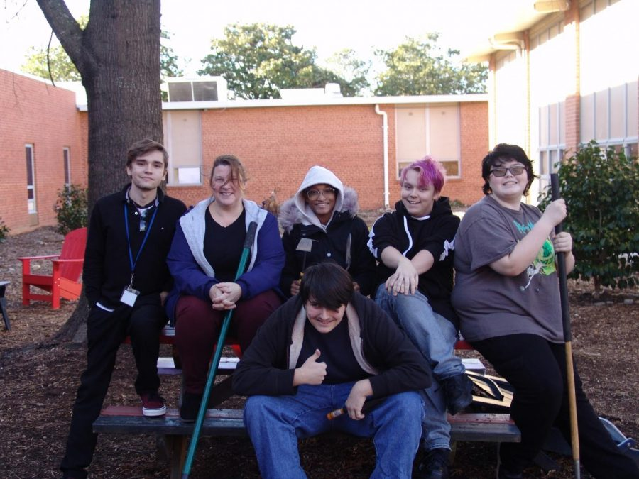 GSA+students+posing+with+their+tulip+planting+supplies+after+they+finished+planting.+