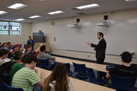 Ben Loyola (R), speaking about his campaign to the Young Republicans and other students at Kempsville